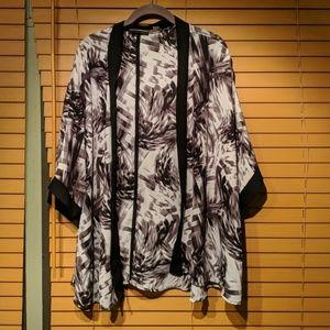 Plus size black and white kimono